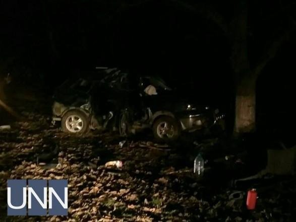 """На Рахівщині """"Мітсубісі"""" врізалось у дерево: 21-річний та двоє 18-річних хлопців загинули, ще троє осіб - у реанімації (ФОТО)  , фото-1"""