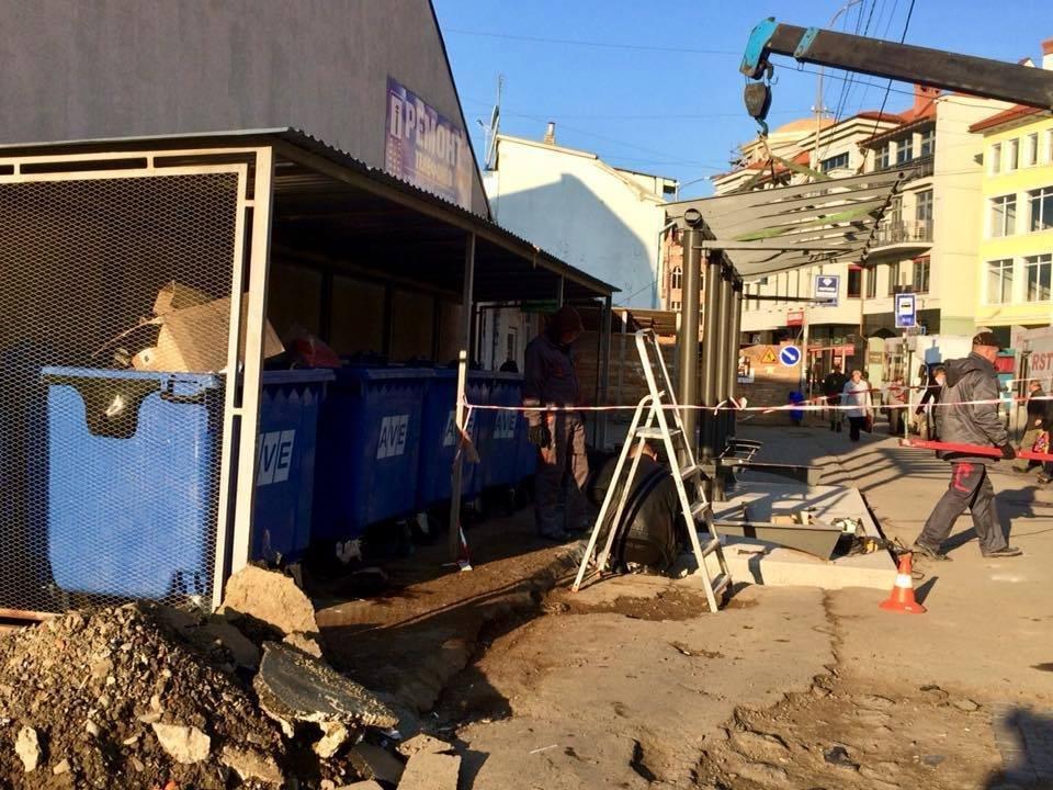 В Ужгороді на площі Корятовича сміттєві баки опустять під землю: тут буде нова автобусна зупинка: фото, фото-1