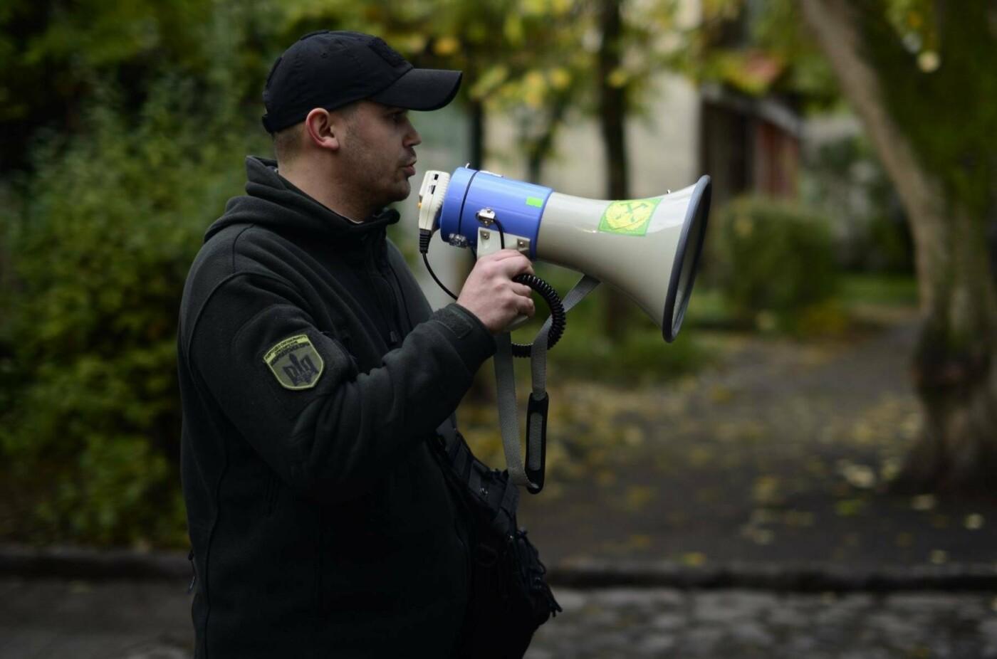 """В Ужгороді перед консульством Угорщини націоналісти """"Карпатської Січі"""" провели акцію, запаливши """"фаєри"""": фото, фото-7"""