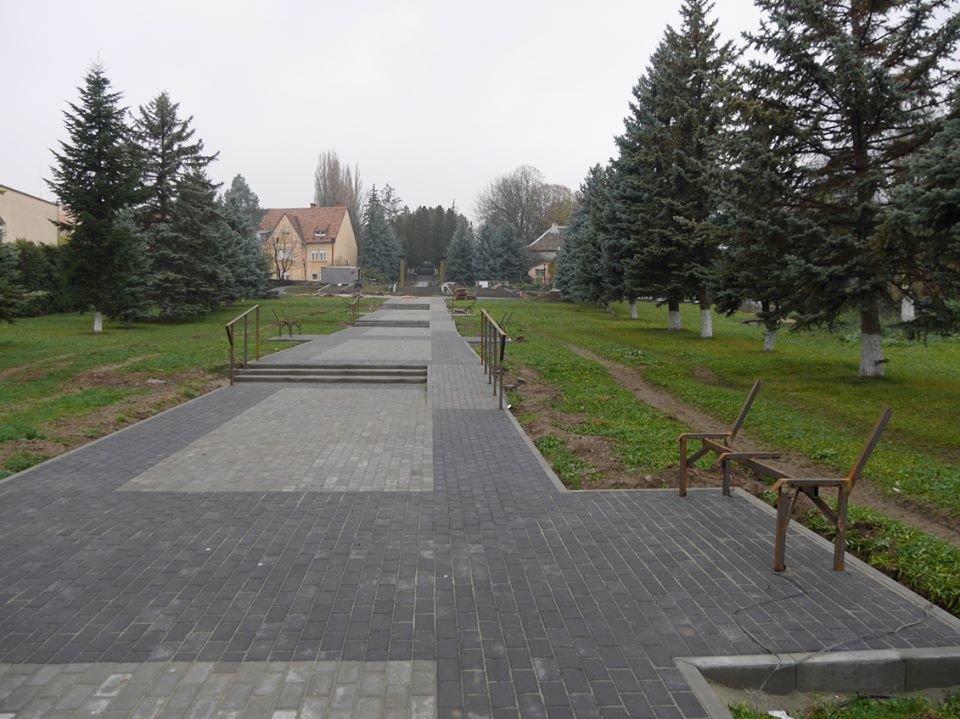 Монумент Героям АТО та капремонт за 1 мільйон гривень: в Ужгороді завершують роботи на Пагорбі Слави (фото), фото-1