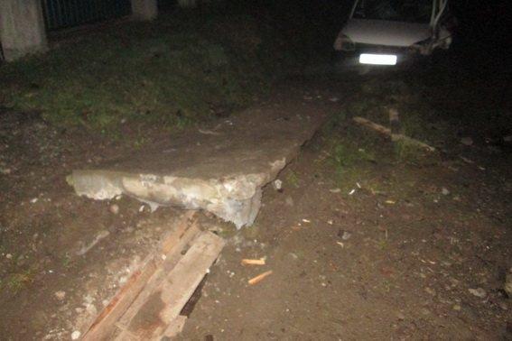 """На Тячівщині 27-річний чоловік на """"Опелі"""" врізався у бетонну плиту: водій - у комі, пасажир травмований (ФОТО), фото-3"""