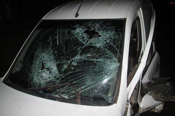"""На Тячівщині 27-річний чоловік на """"Опелі"""" врізався у бетонну плиту: водій - у комі, пасажир травмований (ФОТО), фото-1"""