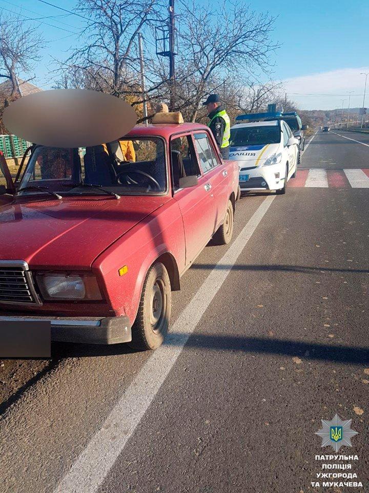 """На трасі """"Ужгород-Мукачево"""" у Барвінку вже 2-й день зупиняють водіїв у пошуках нелегалів: фото, фото-6"""