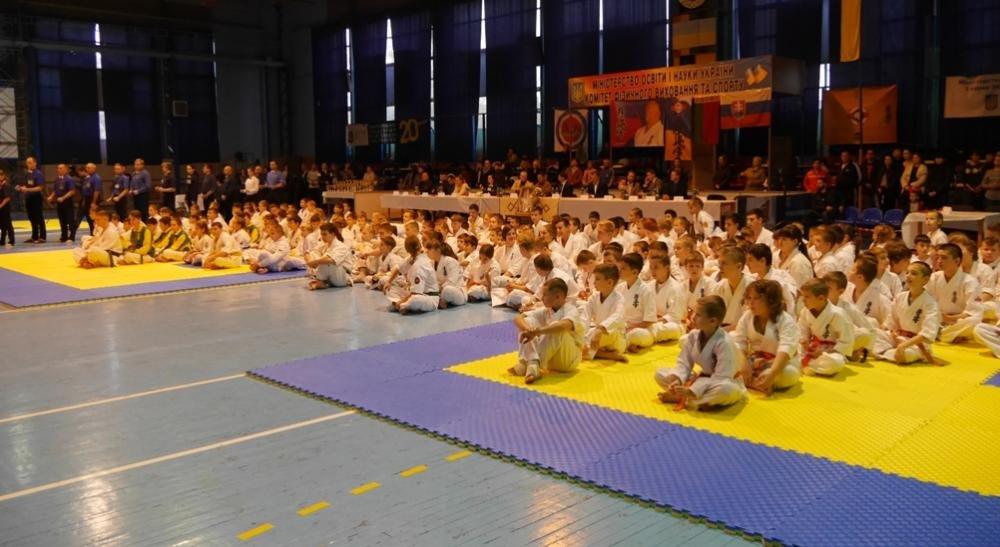 В Ужгороді  стартував  IX Міжнародний та відкритий чемпіонат Закарпаття з кіокушінкай карате: фото, фото-2