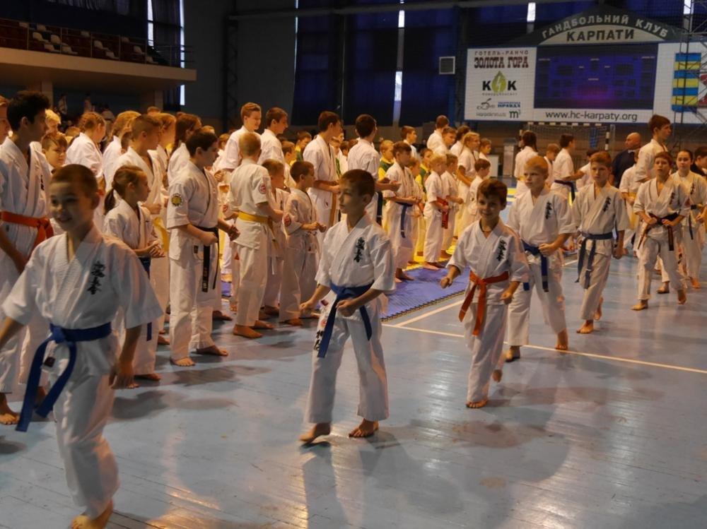 В Ужгороді  стартував  IX Міжнародний та відкритий чемпіонат Закарпаття з кіокушінкай карате: фото, фото-8