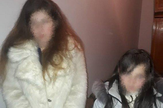 11-річну школярку з Мукачівщини, яка  посварившись з батьками, втекла з дому, поліція знайшла в готелі: фото, фото-1