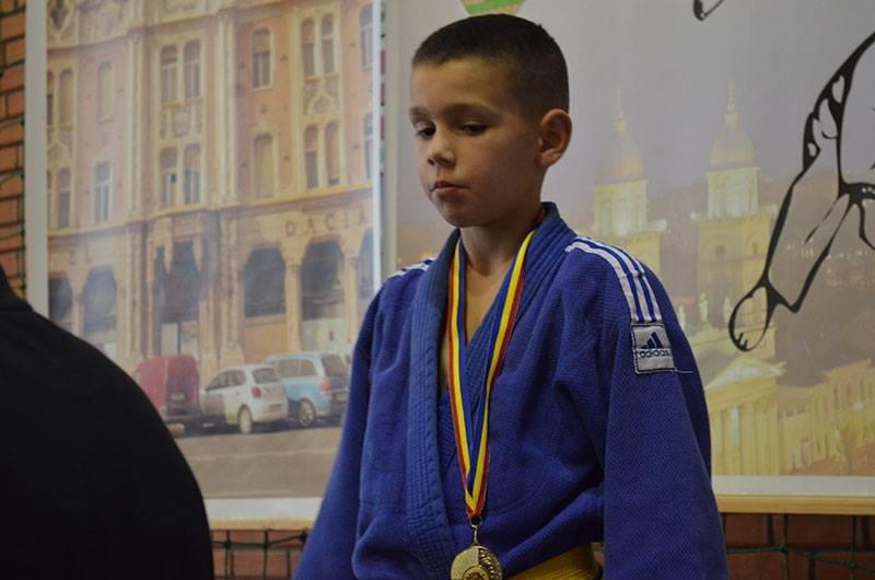 Юні ужгородські дзюдоїсти привезли зі змагань у Румунії 8 медалей: фото, фото-2