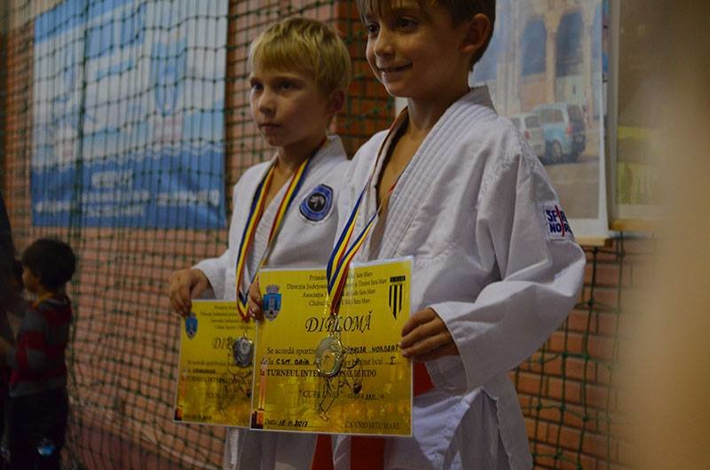 Юні ужгородські дзюдоїсти привезли зі змагань у Румунії 8 медалей: фото, фото-3