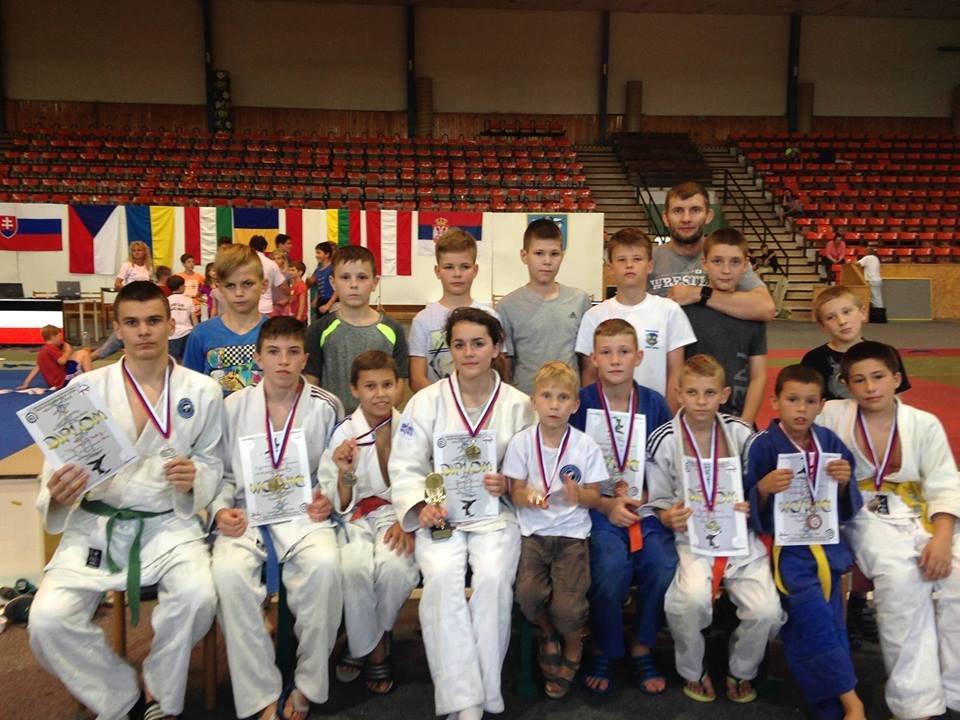 Юні ужгородські дзюдоїсти привезли зі змагань у Румунії 8 медалей: фото, фото-7