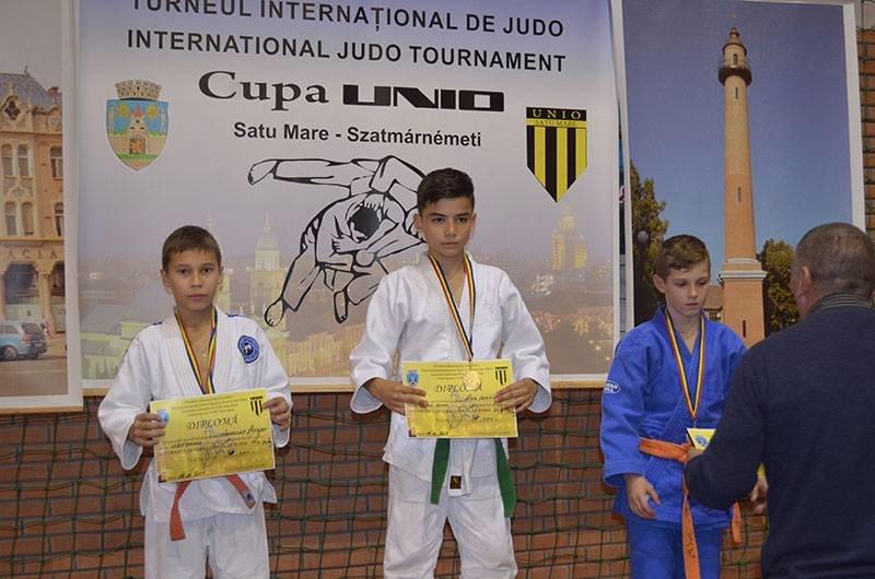 Юні ужгородські дзюдоїсти привезли зі змагань у Румунії 8 медалей: фото, фото-5