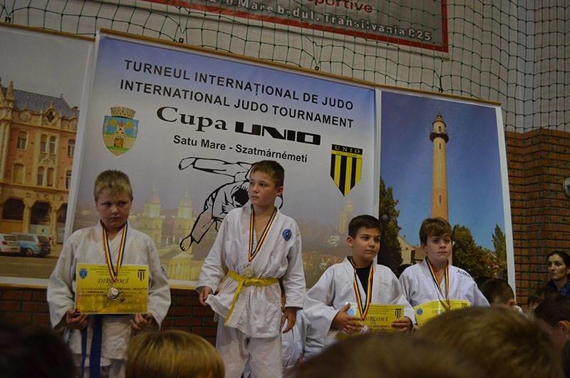Юні ужгородські дзюдоїсти привезли зі змагань у Румунії 8 медалей: фото, фото-8