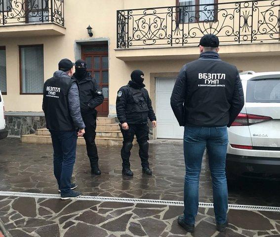 На Закарпатті поліція вийшла на слід організаторів незаконної переправи мігрантів: фото, фото-2