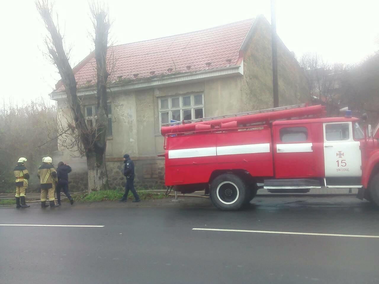 В Ужгороді - пожежа: на Берчені загорівся житловий будинок (ФОТО), фото-1