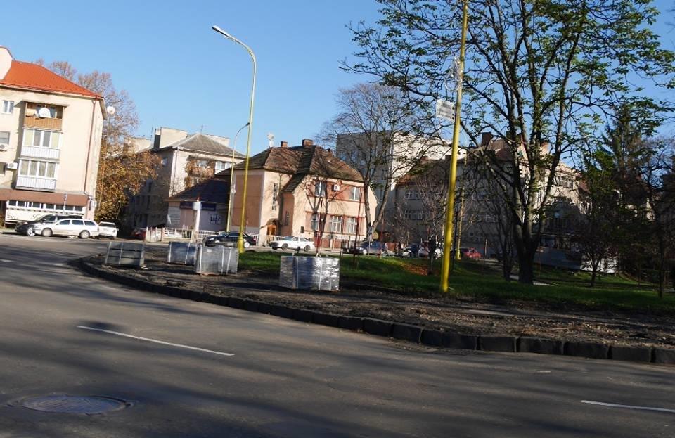 В Ужгороді капітально ремонтують тротуари на площі Дружби народів та вулиці Гойди: фото, фото-3