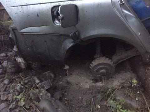 На Закарпатті депутату, який опублікував фото лісничого-браконьєра із вбитою риссю, вночі підірвали машину: фото, фото-4