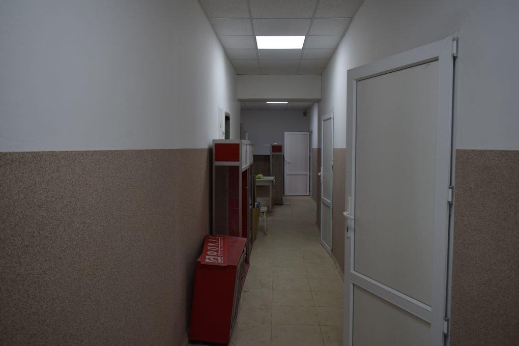 """Не робили ремонт 30 років: в Ужгороді готують до відкриття після капремонту """"сімейну"""" амбулаторію на Сечені: фото, фото-2"""
