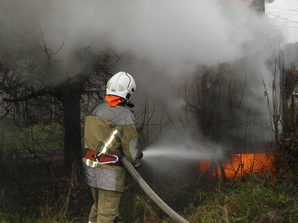 У Сторожниці - пожежа: рятувальники гасили вогонь на трансформаторній підстанції (ФОТО, ВІДЕО), фото-2