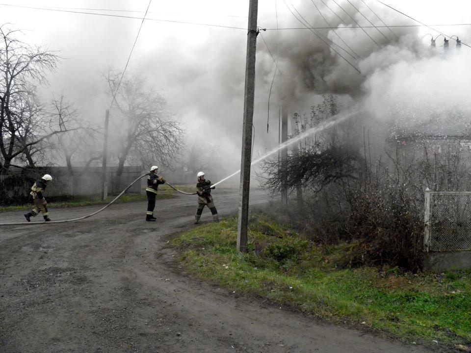 У Сторожниці - пожежа: рятувальники гасили вогонь на трансформаторній підстанції (ФОТО, ВІДЕО), фото-3