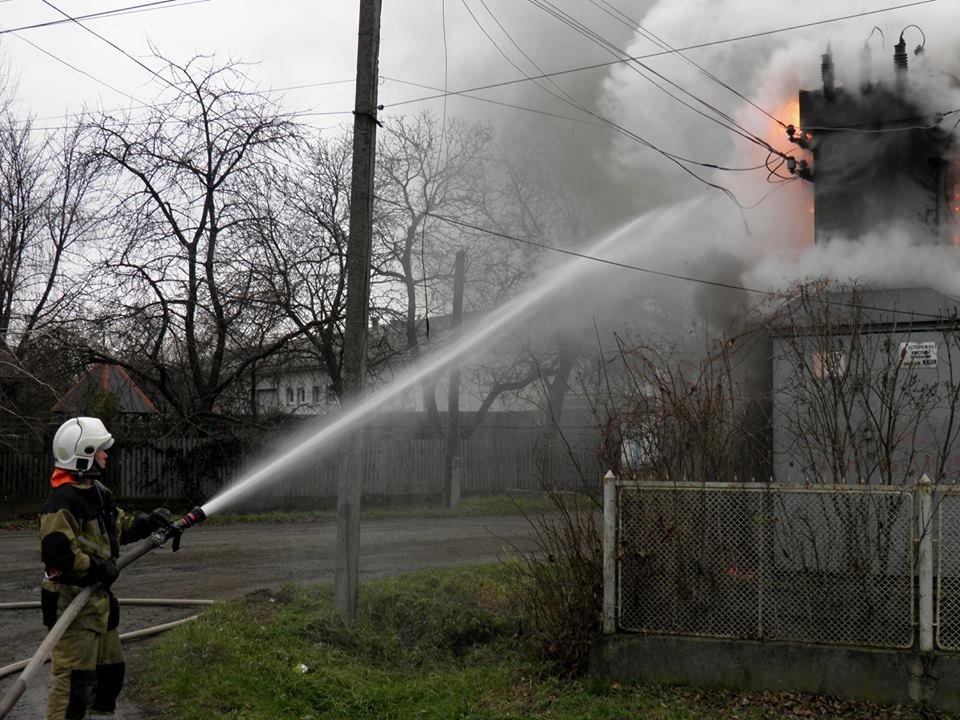 У Сторожниці - пожежа: рятувальники гасили вогонь на трансформаторній підстанції (ФОТО, ВІДЕО), фото-7