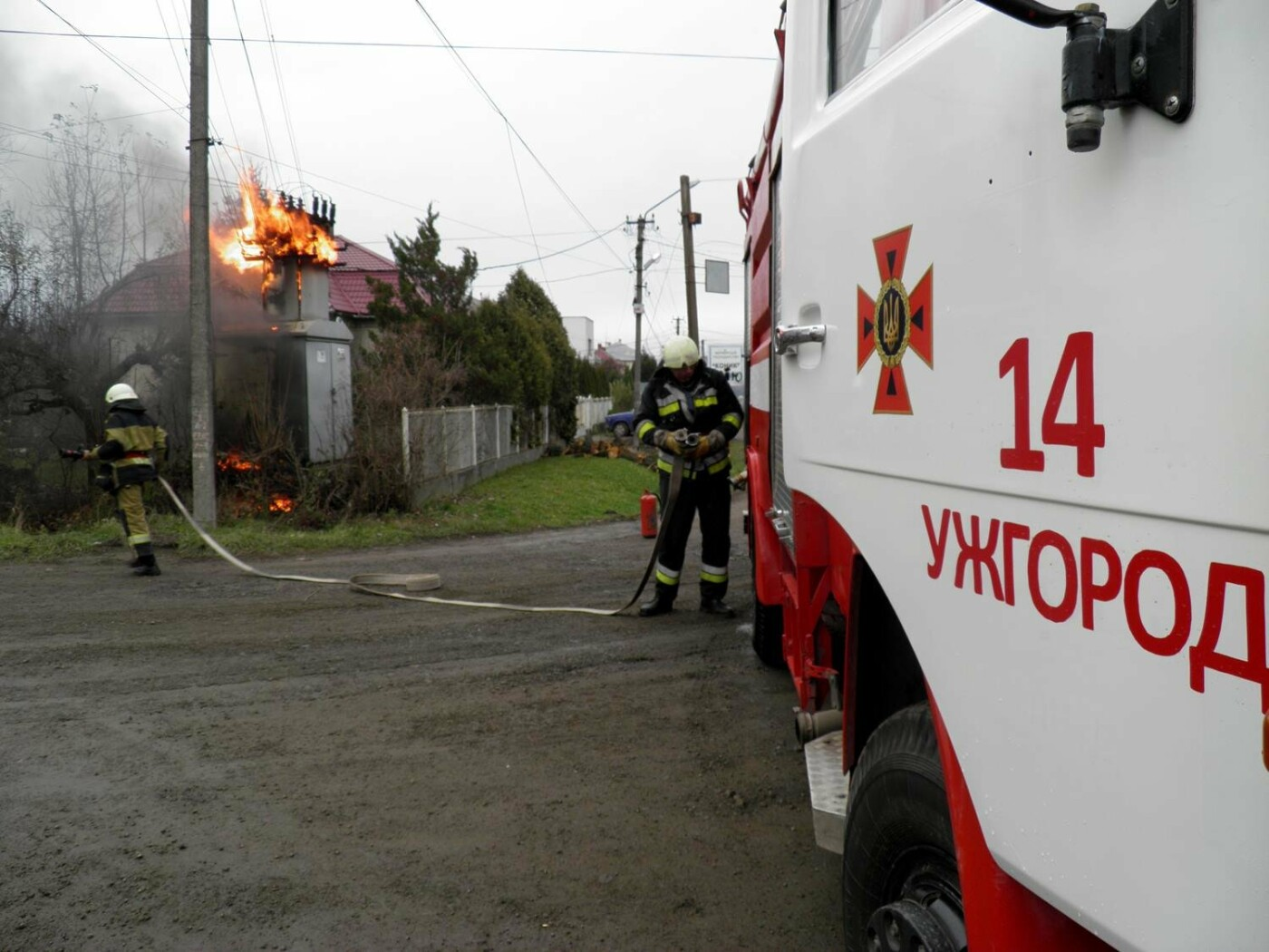 У Сторожниці - пожежа: рятувальники гасили вогонь на трансформаторній підстанції (ФОТО, ВІДЕО), фото-8