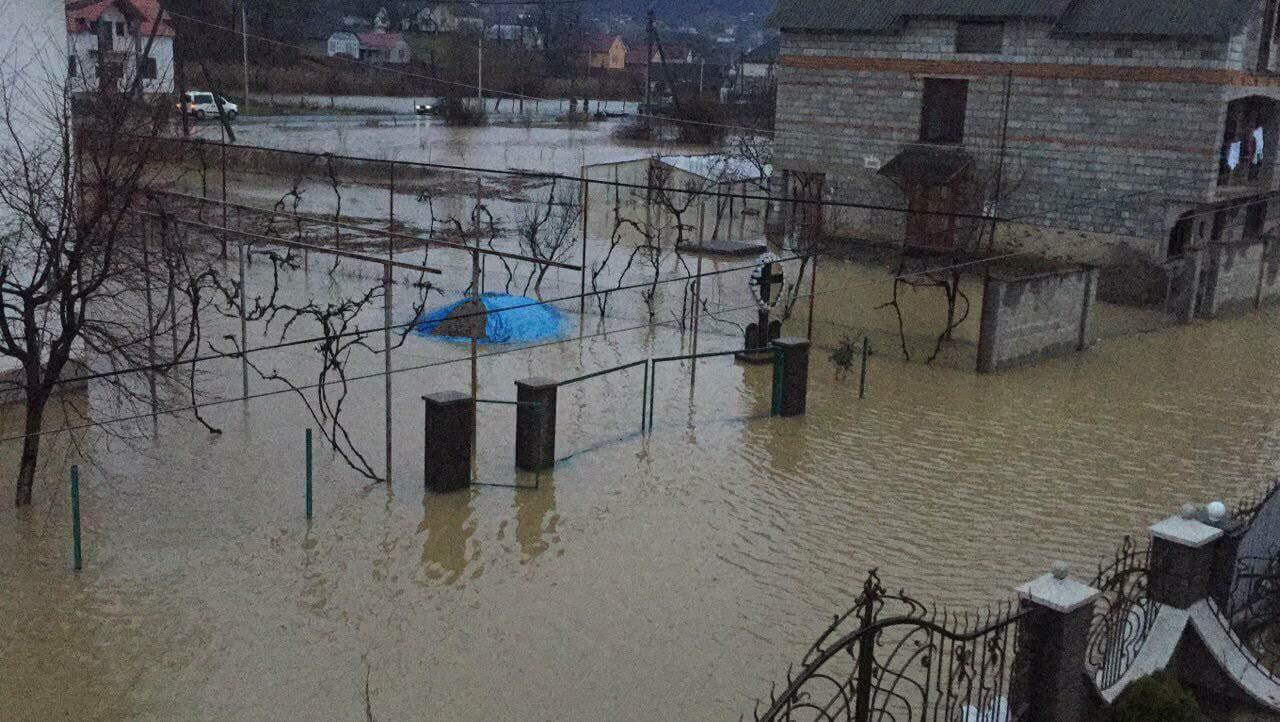 Пік паводку на Закарпатті очікується сьогодні вночі: до катастрофи 2001 року Латориці не вистачає 50 см (ФОТО) , фото-1