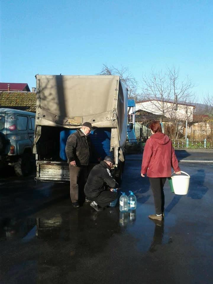 Наслідки паводку у Мукачеві: школярі йдуть на вимушені канікули, мешканцям міста підвозитимуть питну воду (ГРАФІК), фото-2