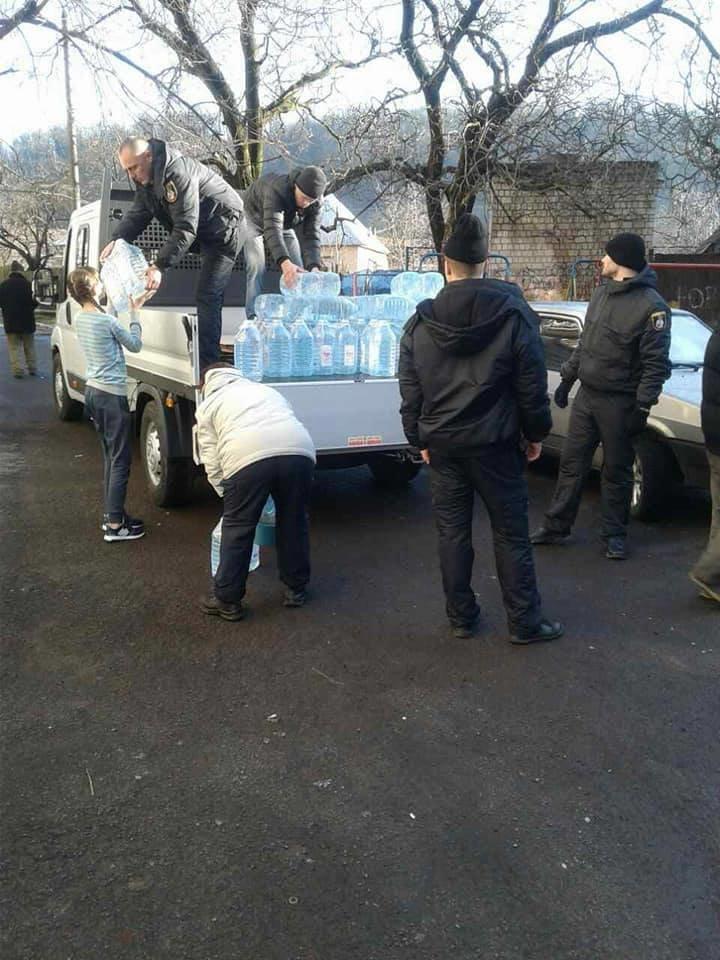 Наслідки паводку у Мукачеві: школярі йдуть на вимушені канікули, мешканцям міста підвозитимуть питну воду (ГРАФІК), фото-3