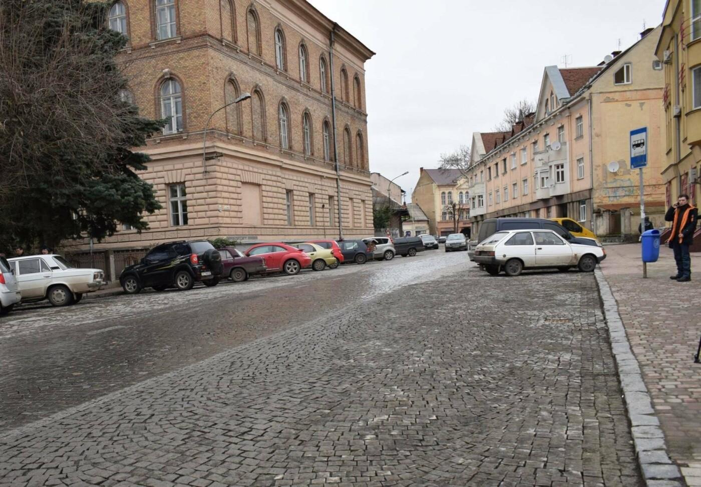 В Ужгороді на вулиці Мирного завтра відновлять зупинку громадського транспорту: фото, фото-1