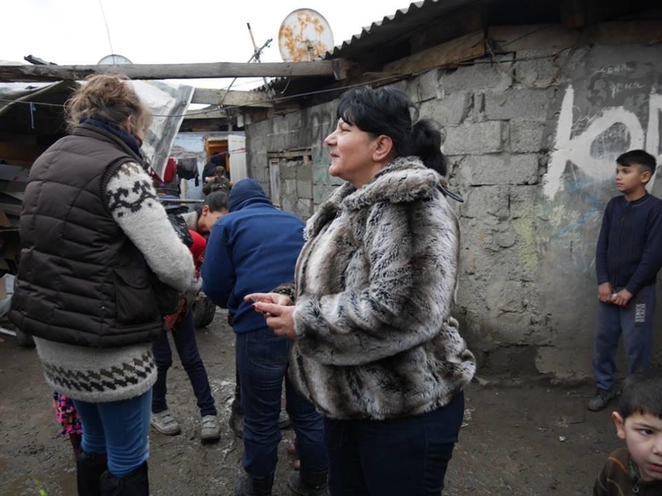 В Ужгороді німецькі благодійники роздавали подарунки малозабезпеченим родинам та ромським дітям: фото, фото-11