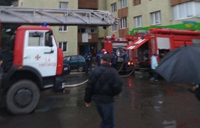 В Ужгороді вогонь у 16-поверхівці гасили 25 пожежників на 5-ти машинах (ОНОВЛЕНО, ФОТО, ВІДЕО), фото-9