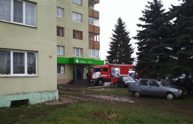 В Ужгороді вогонь у 16-поверхівці гасили 25 пожежників на 5-ти машинах (ОНОВЛЕНО, ФОТО, ВІДЕО), фото-8