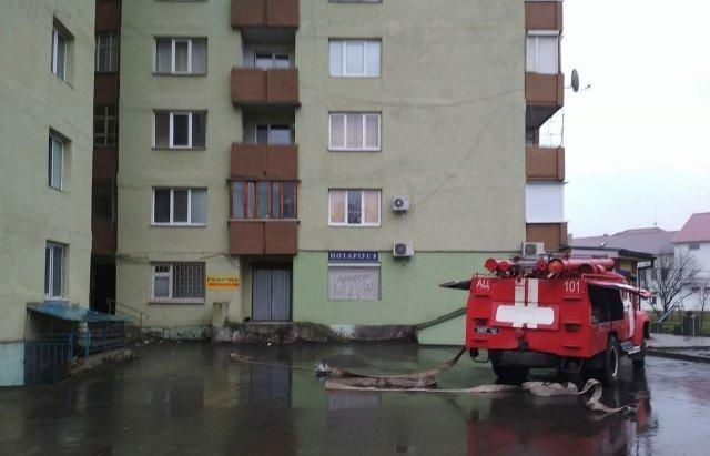 В Ужгороді вогонь у 16-поверхівці гасили 25 пожежників на 5-ти машинах (ОНОВЛЕНО, ФОТО, ВІДЕО), фото-7