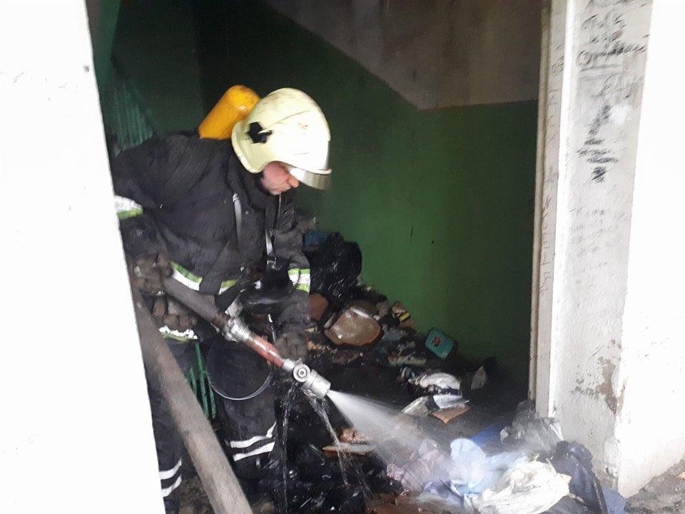 В Ужгороді вогонь у 16-поверхівці гасили 25 пожежників на 5-ти машинах (ОНОВЛЕНО, ФОТО, ВІДЕО), фото-2