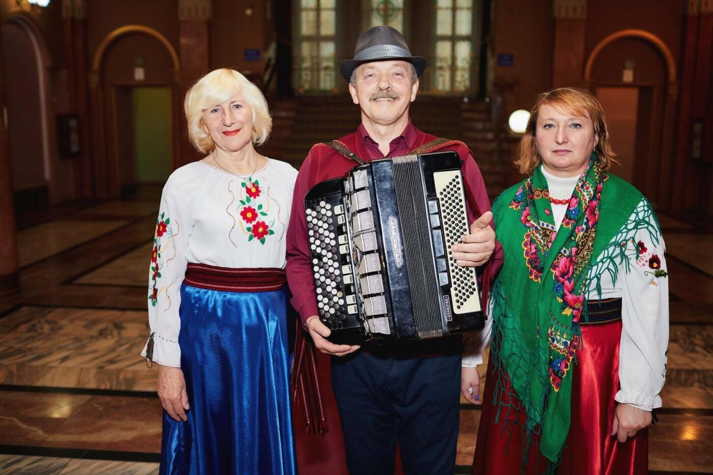 «Різдво по-ужгородськи», або як колядують в обласному центрі Закарпаття (ФОТО, ВІДЕО), фото-2