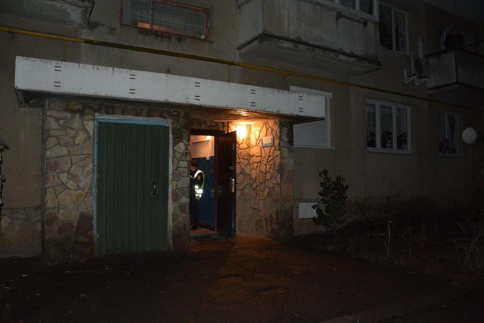Сьогодні вночі у Мукачеві у під'їзді власного будинку зарізали 27-річного хлопця: поліція розшукує вбивцю (ФОТО), фото-2