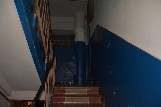 Резонансне вбивство у Мукачеві: чоловіка у під'їзді власного будинку зарізав 26-річний хлопець на ґрунті ревнощів (ФОТО), фото-1