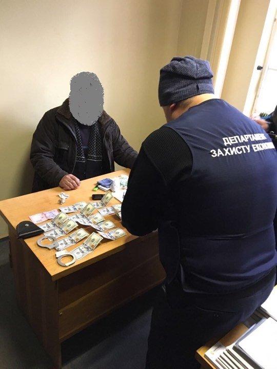 Чиновника закарпатської споживспілки затримали на хабарі у 1,5 тисяч доларів: фото, фото-3