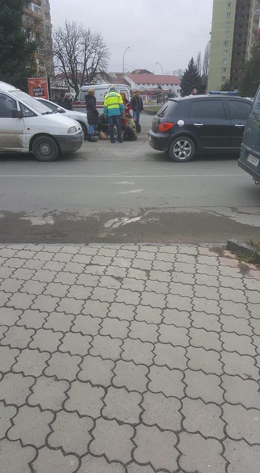 В Ужгороді поблизу 16-поверхівки автівка збила хлопчика на пішохідному переході: фото, фото-2