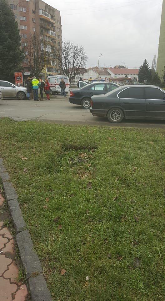 В Ужгороді поблизу 16-поверхівки автівка збила хлопчика на пішохідному переході: фото, фото-4