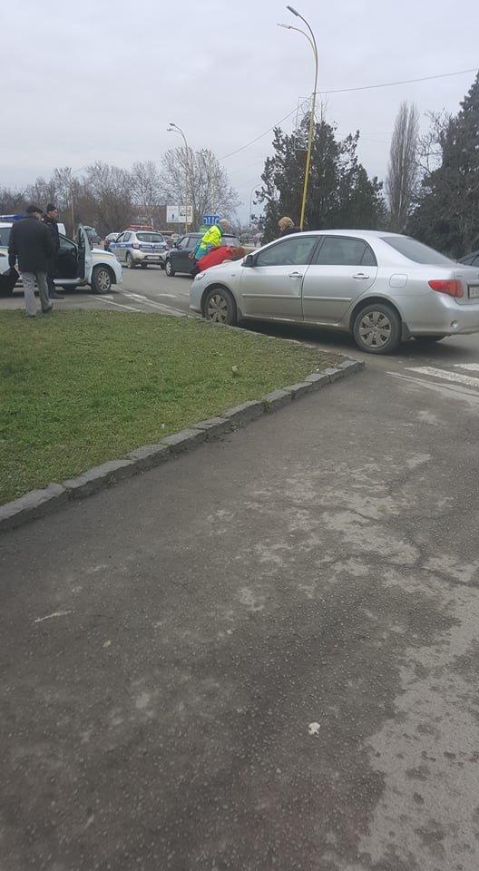 В Ужгороді поблизу 16-поверхівки автівка збила хлопчика на пішохідному переході: фото, фото-5