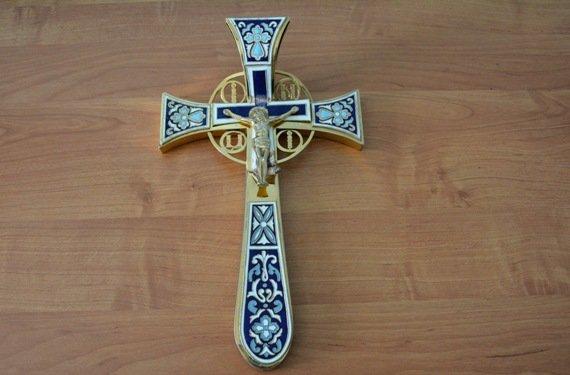 Троє ужгородців у 5-х районах Закарпаття крали з цервки готівку та цінні хрести: фото, фото-2