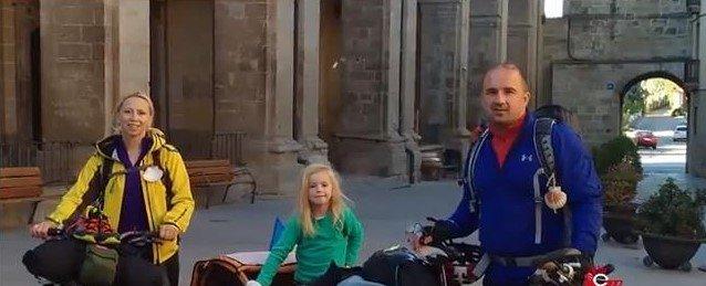 """3000 кілометрів на авто і 840 на """"біціглі"""" подолала закарпатська сім'я під час паломницького туру (ВІДЕО), фото-1"""