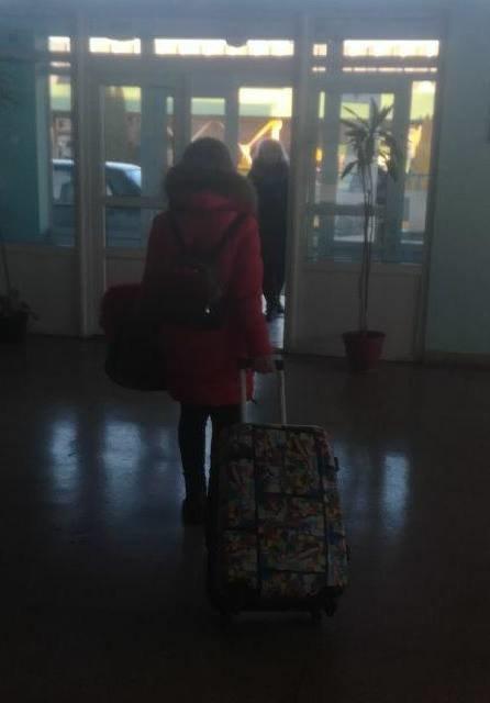 """На КПП """"Ужгород"""" зупинили жінку, яка з підробленими документами хотіла вивезти 15-річну доньку у Італію: фото, фото-1"""