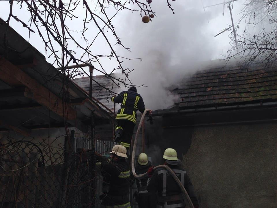 У Мукачеві - пожежа у житловому будинку: вогонь приборкували 9 рятувальників (ФОТО) , фото-2