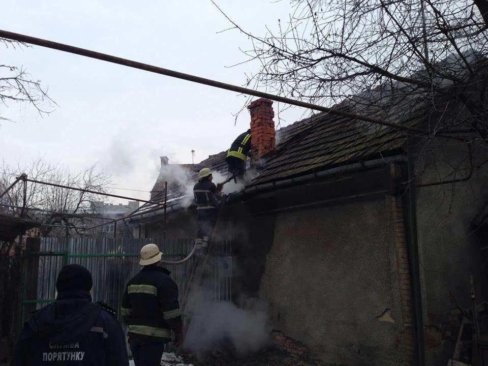 У Мукачеві - пожежа у житловому будинку: вогонь приборкували 9 рятувальників (ФОТО) , фото-3