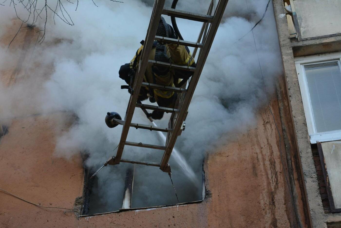 Через пожежу у багатоповерхівці на Годинки в Ужгороді евакуювали 20 чоловік, згоріли 2 кімнати (ФОТО, ВІДЕО, УСІ ПОДРОБИЦІ), фото-4