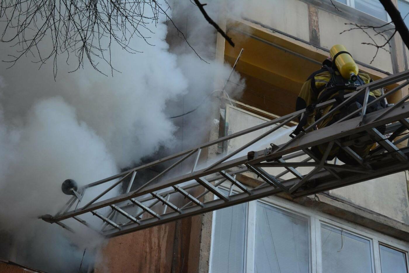 Через пожежу у багатоповерхівці на Годинки в Ужгороді евакуювали 20 чоловік, згоріли 2 кімнати (ФОТО, ВІДЕО, УСІ ПОДРОБИЦІ), фото-5
