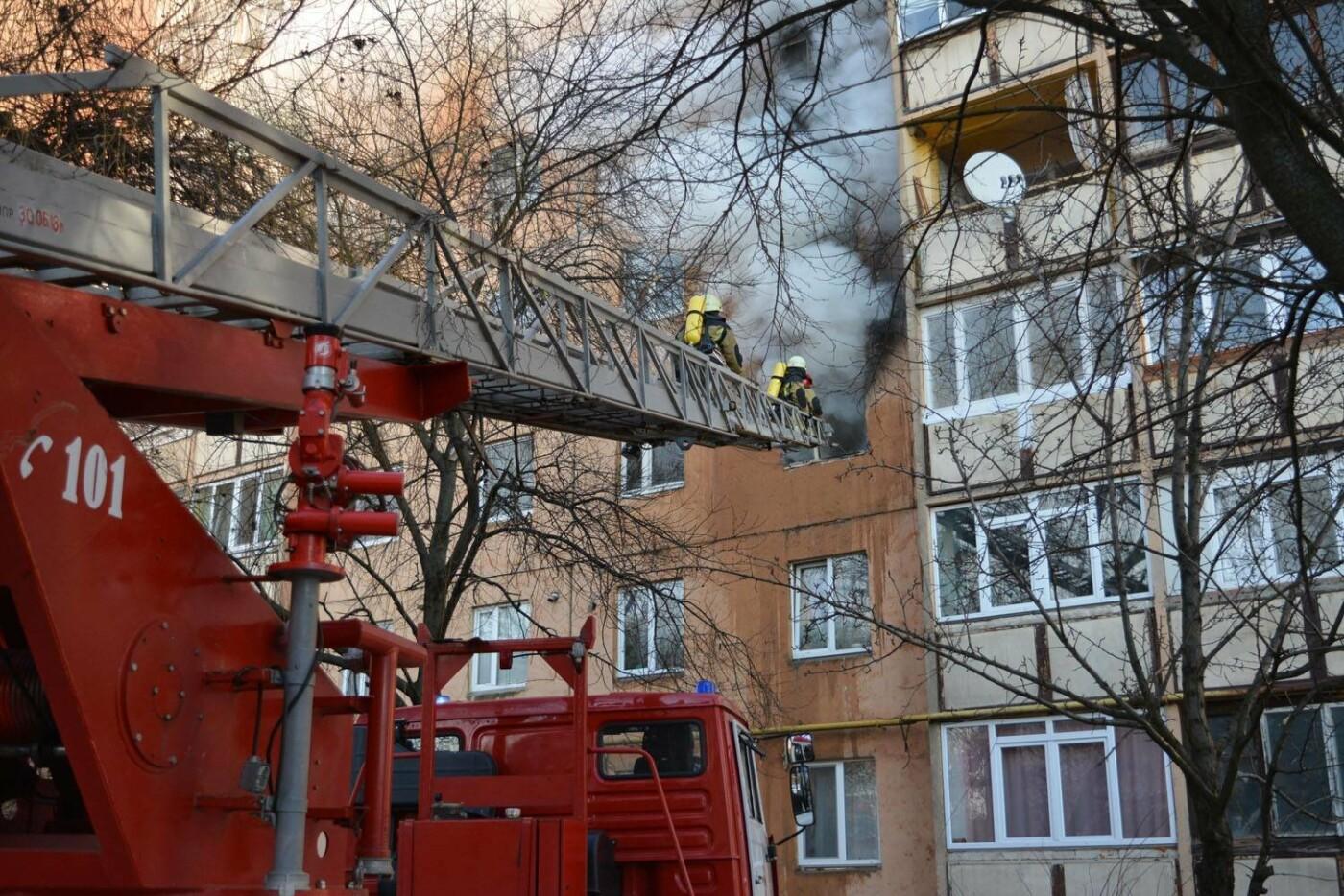 Через пожежу у багатоповерхівці на Годинки в Ужгороді евакуювали 20 чоловік, згоріли 2 кімнати (ФОТО, ВІДЕО, УСІ ПОДРОБИЦІ), фото-9