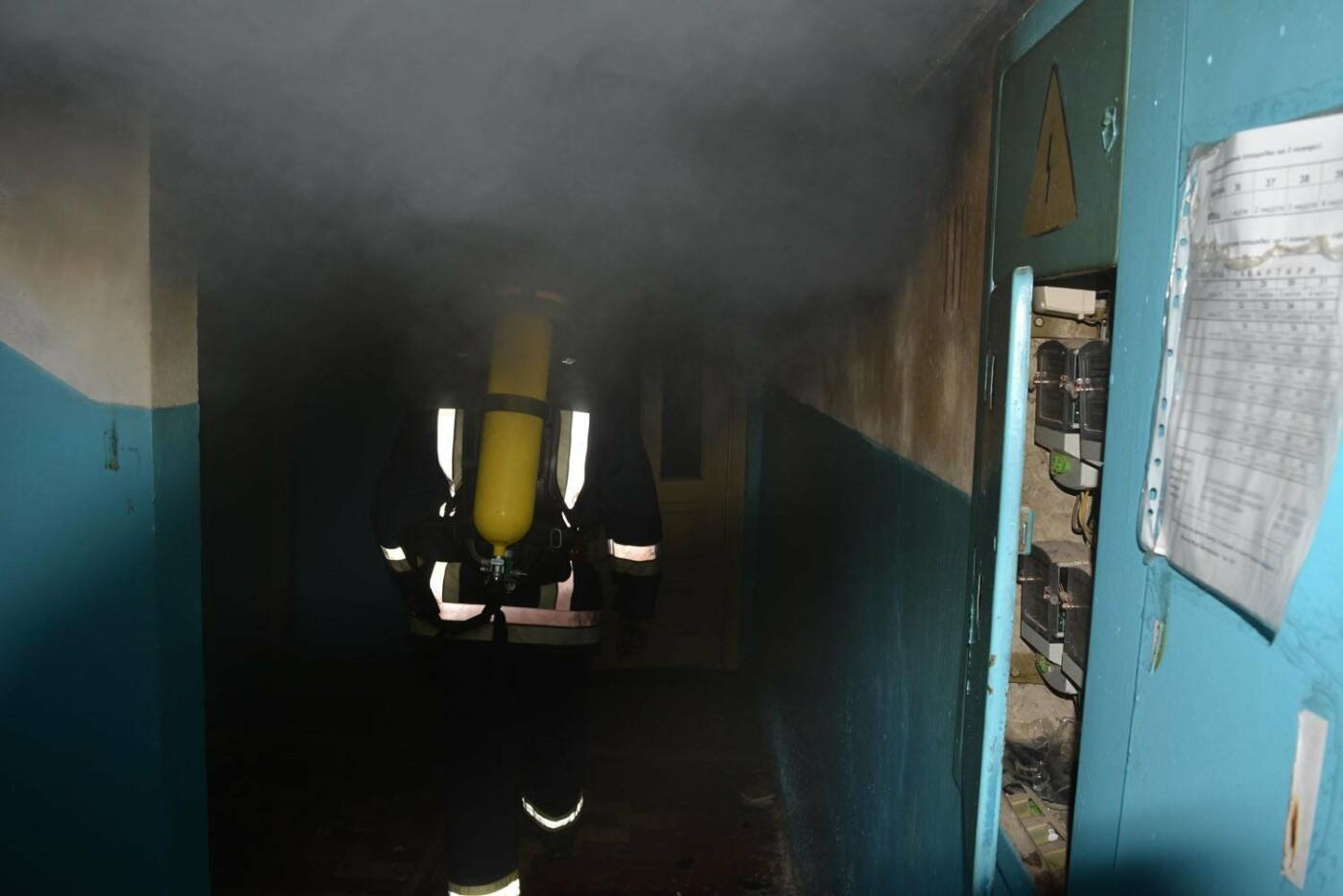 Через пожежу у багатоповерхівці на Годинки в Ужгороді евакуювали 20 чоловік, згоріли 2 кімнати (ФОТО, ВІДЕО, УСІ ПОДРОБИЦІ), фото-2