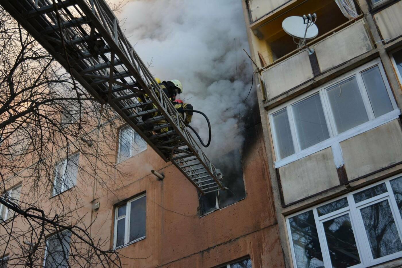 Через пожежу у багатоповерхівці на Годинки в Ужгороді евакуювали 20 чоловік, згоріли 2 кімнати (ФОТО, ВІДЕО, УСІ ПОДРОБИЦІ), фото-8